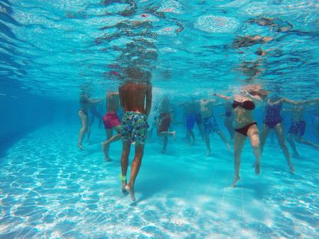 Foto de aqua aerobics in the pool - Imagen libre de derechos