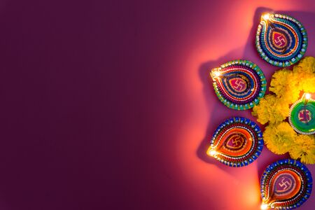 Photo pour Indian festival Diwali, Diya oil lamps lit on colorful rangoli. Hindu traditional. Happy Deepavali. Copy space for text. - image libre de droit