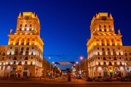 Foto de gates of Minsk - the old tower at the Central railway station, Belarus. - Imagen libre de derechos