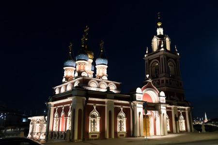 Foto de Church of St. George on Pskov hill in Moscow at night - Imagen libre de derechos