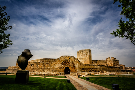 Photo pour Zamora preserves in its old town an important legacy of Romanesque art, set on the banks of the River Duero, its medieval importance has left a mark in the shape of walls, palaces and churches - image libre de droit