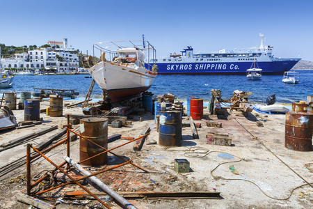 Foto per Shipyard in the port of Linaria, the main port of Skyros island, Greece. - Immagine Royalty Free