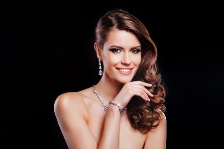 Foto de beautiful smiling woman with perfect makeup wearing jewelry - Imagen libre de derechos