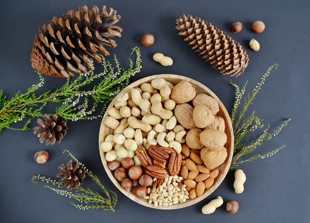 Photo pour Assorted mixed nuts, peanuts, almonds, walnuts, pistachios, pecan, cashew, hazelnuts. Healthy food concept - image libre de droit