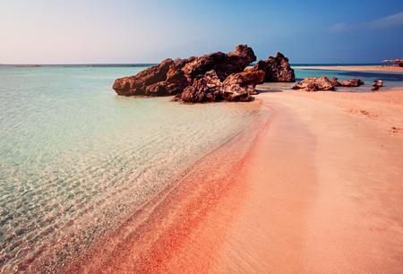 Photo pour Beautiful Landscape of Elafonissi Beach with Pink Sand on Crete, Greece - image libre de droit