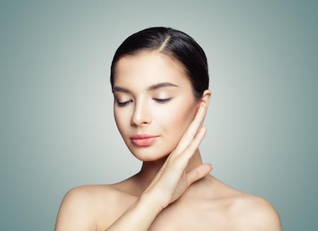 Photo pour Beauty portrait of young woman with healthy skin - image libre de droit