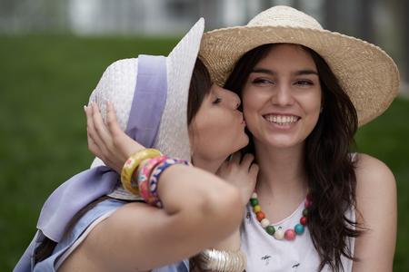 Foto de Girl kissing another girl in the cheek - Imagen libre de derechos
