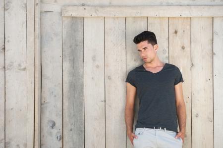 Foto de Portrait of a casual young man standing outdoors - Imagen libre de derechos