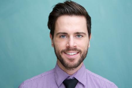 Photo pour Close up portrait of an attractive young businessman smiling - image libre de droit