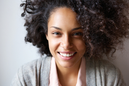 Foto für Close up portrait of a beautiful young african american woman smiling - Lizenzfreies Bild