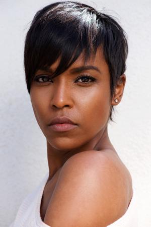Foto de Close up portrait of stylish african female model with modern hairstyle - Imagen libre de derechos