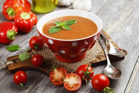Photo pour Delicious gazpacho on wooden table and fresh vegetables - image libre de droit
