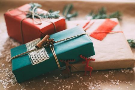 Photo pour Classy Christamas gifts box presents on brown paper - image libre de droit