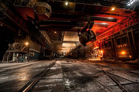 Photo pour Pouring of liquid metal in open-hearth furnace - image libre de droit