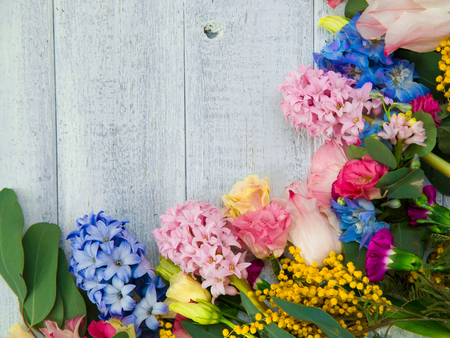 Photo pour Spring flowers on wood background. Summer blooming border on a wooden table. - image libre de droit