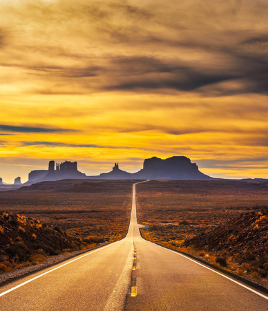 Photo pour Desert road leading to Monument Valley at sunset - image libre de droit