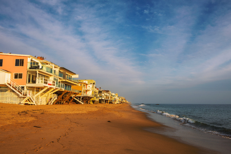 Foto de Oceanfront homes of Malibu beach in California - Imagen libre de derechos
