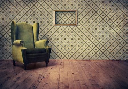 Photo pour Vintage room with wallpaper and old fashioned armchair - image libre de droit