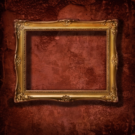 Photo pour Vintage golden frame on grunge concrete wall - image libre de droit