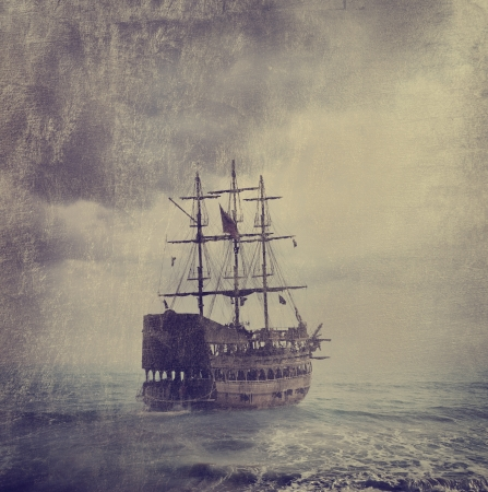 Photo pour Old pirate ship in the sea. Texture added. - image libre de droit