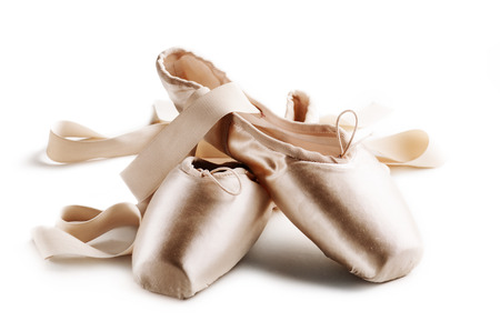 Photo pour Pointe shoes isolated over white background - image libre de droit