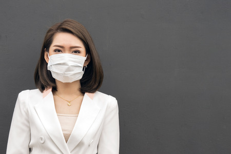 Photo pour Woman suffer from sick and wearing face mask., asian woman in protective mask feeling bad on the street in the city with air pollution. - image libre de droit