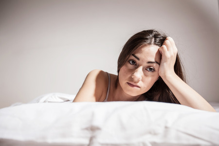 Foto de Depressed Young woman with insomnia in bed cant sleep. - Imagen libre de derechos