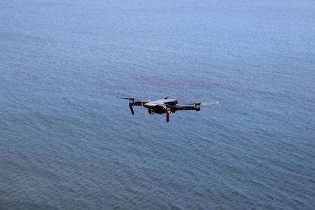 Foto de Drone Flying over the Open Ocean Waters - Imagen libre de derechos