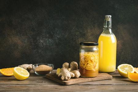 Foto de Ginger Bug - Homemade Fermented Probiotic Soda, fruit and ginger organic drink. - Imagen libre de derechos