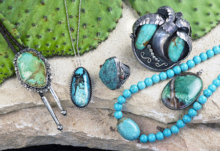 Photo pour Old Native American Navajo indian turquoise jewelry. - image libre de droit