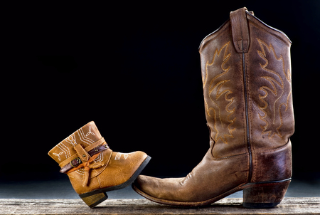 Photo pour Baby cowboy boot and Dad cowboy boot with room for your type. - image libre de droit