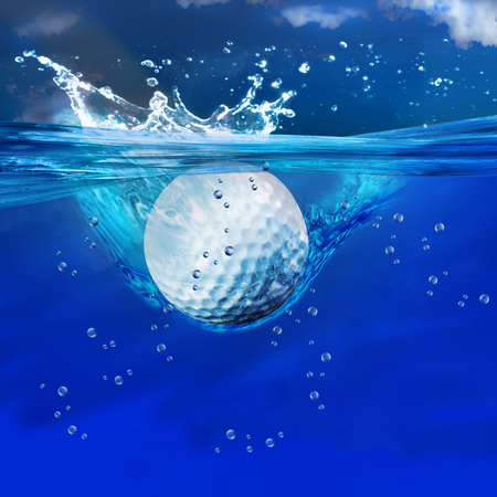 Foto de Golf ball splashes into water. - Imagen libre de derechos