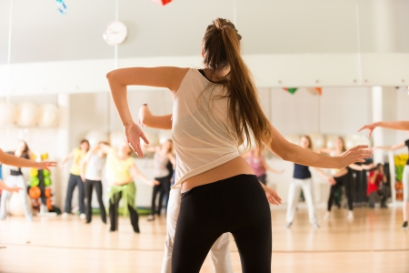 Photo pour Dance class for women - image libre de droit