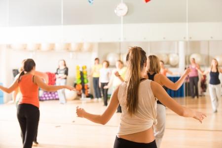 Foto de Dance class for women at fitness centre - Imagen libre de derechos