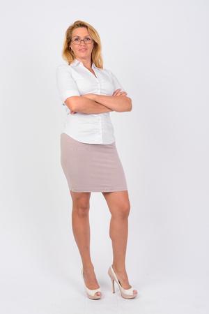 Photo pour Portrait of happy mature businesswoman with arms crossed - image libre de droit