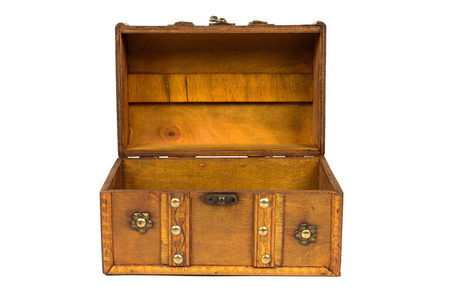 Photo pour Open old wooden chest isolated on white background with clipping path - image libre de droit