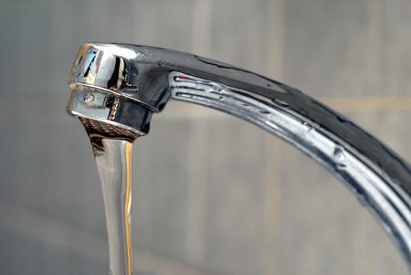 Photo pour Flowing water from a faucet - image libre de droit