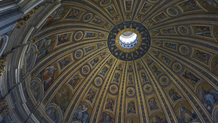 Photo pour Internal of St. Peter's Basilica and great dome, Rome Italy - image libre de droit