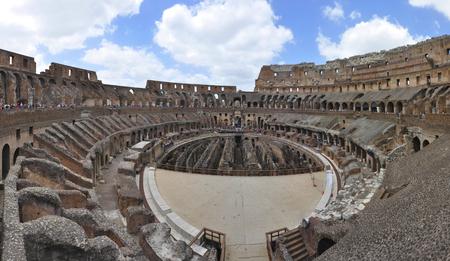 Photo pour Colosseum and rome ruins, Rome, Italy - image libre de droit