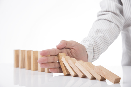 Photo pour hand stopping wooden block domino. concept prevent and solution. - image libre de droit