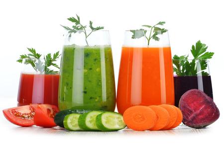 Photo pour Glasses with fresh vegetable juices isolated on white. Detox diet. - image libre de droit