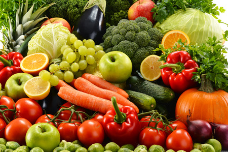 Photo pour Composition with assorted raw organic vegetables - image libre de droit