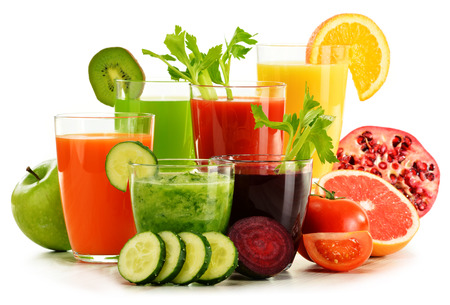 Photo pour Glasses with fresh organic vegetable and fruit juices isolated on white. Detox diet. - image libre de droit