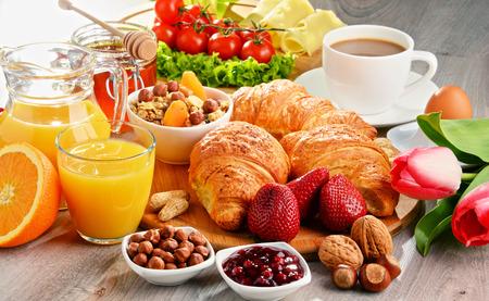 Photo pour Breakfast consisting of croissants, coffee, fruits, orange juice, coffee and jam. Balanced diet. - image libre de droit