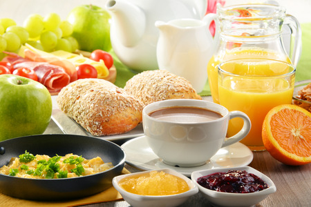 Photo pour Breakfast served with coffee, orange juice, egg, rolls and honey. Balanced diet. - image libre de droit