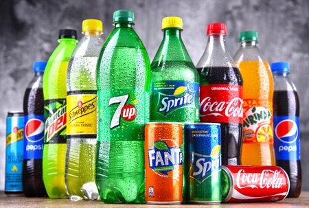 Photo pour POZNAN, POLAND - APR 6, 2018: Bottles of global soft drink brands including products of Coca Cola Company and Pepsico - image libre de droit