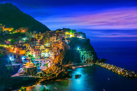 Photo pour Picturesque town of Manarola, in the province of La Spezia, Liguria, Italy - image libre de droit