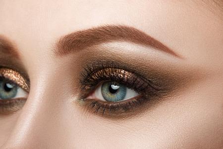 Photo pour Close-up view of female blue eye with beautiful make-up. Perfect Make-up closeup. - image libre de droit