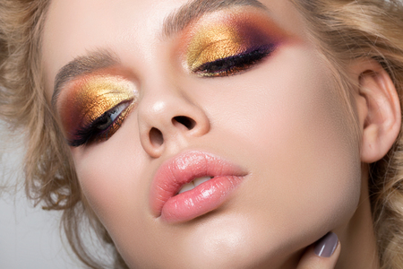 Photo pour Close up beauty portrait of young woman with beautiful summer bright makeup. Modern smokey eyes with colorful metallic eyeshadows. Studio shot - image libre de droit