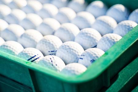 Photo pour reuse golf ball at driving range, golf - image libre de droit